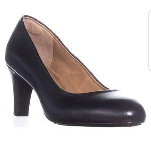 Sofft black leather pumps